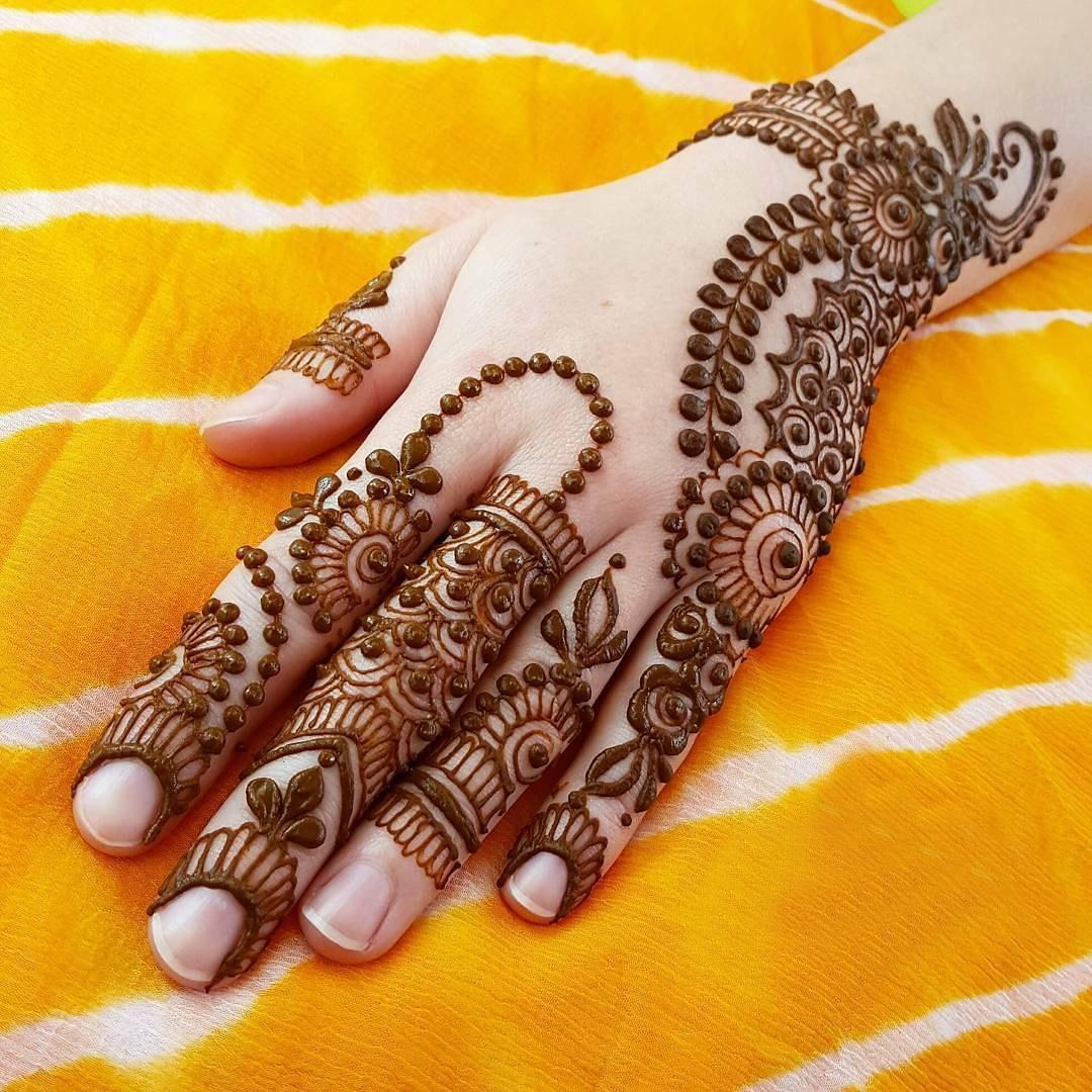 Best Mehndi: 20 Beautiful Mehndi Designs For New Year 2018