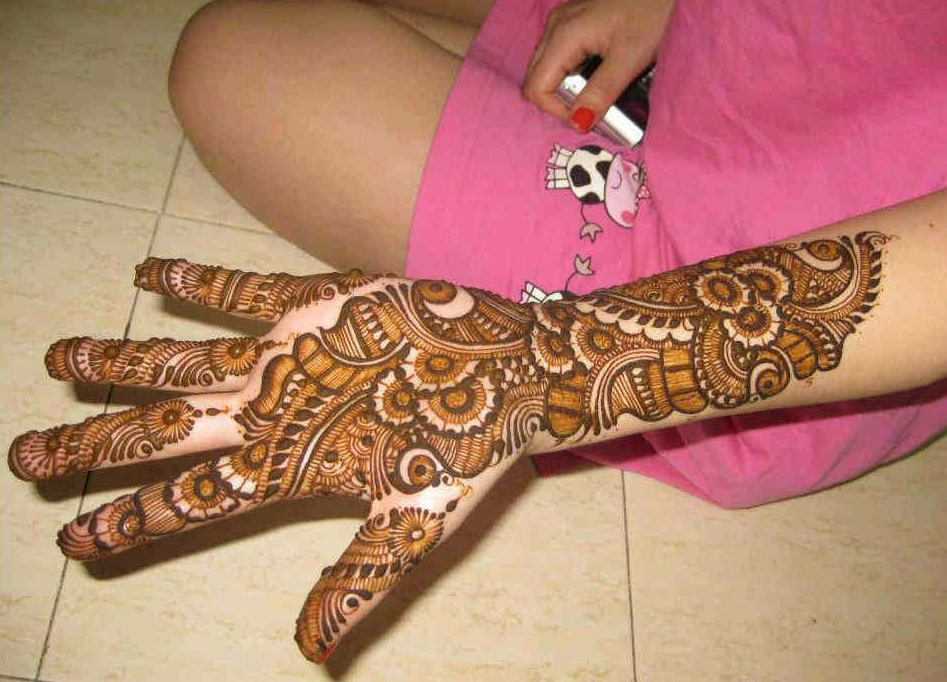 Mehndi Stage Design 2018 : Beautiful and easy mehndi designs crayon