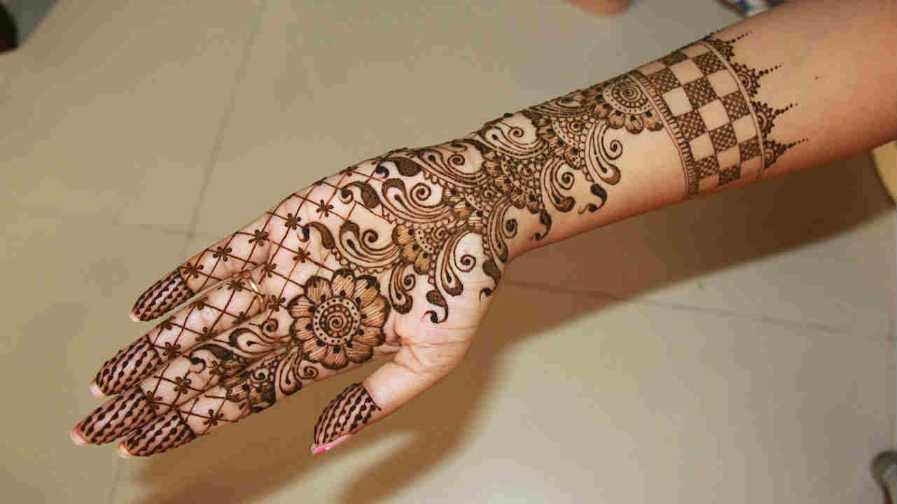 20 Beautiful and Easy Mehndi Designs 2018 - Mehndi - Crayon