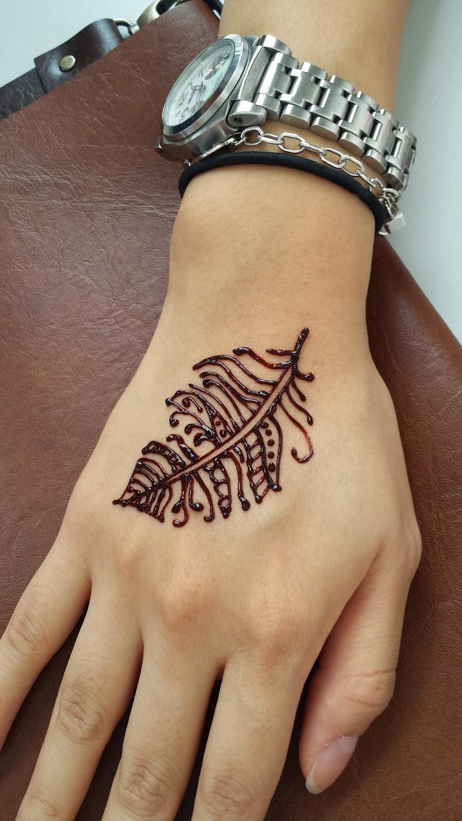 15 Beautiful Feather Henna Designs 2018 - Mehndi