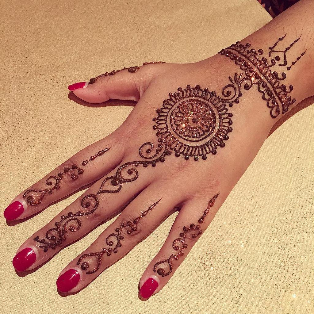 15 Stylish Glitter Mehndi Designs - Mehndi