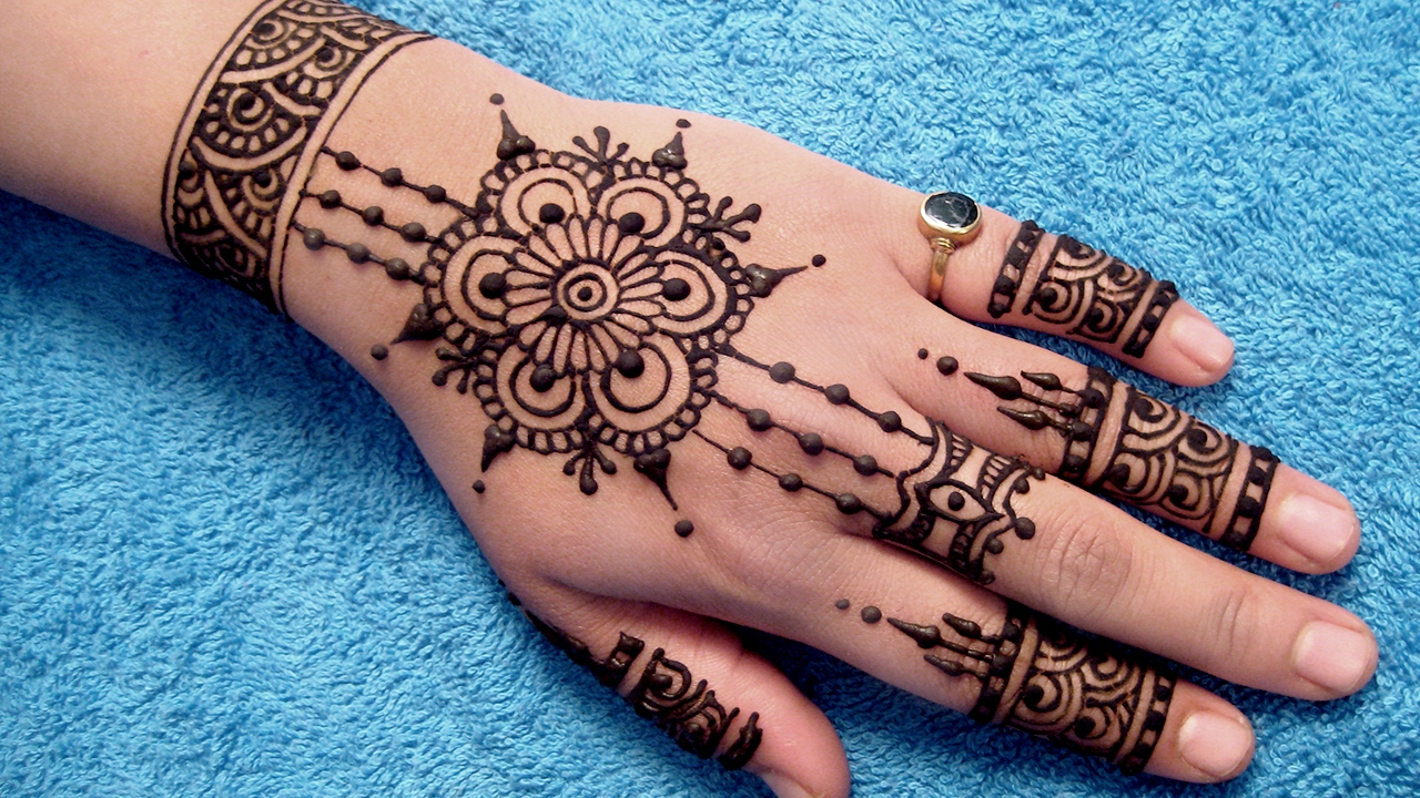 Pakistani Mehndi Designs For Back Hand