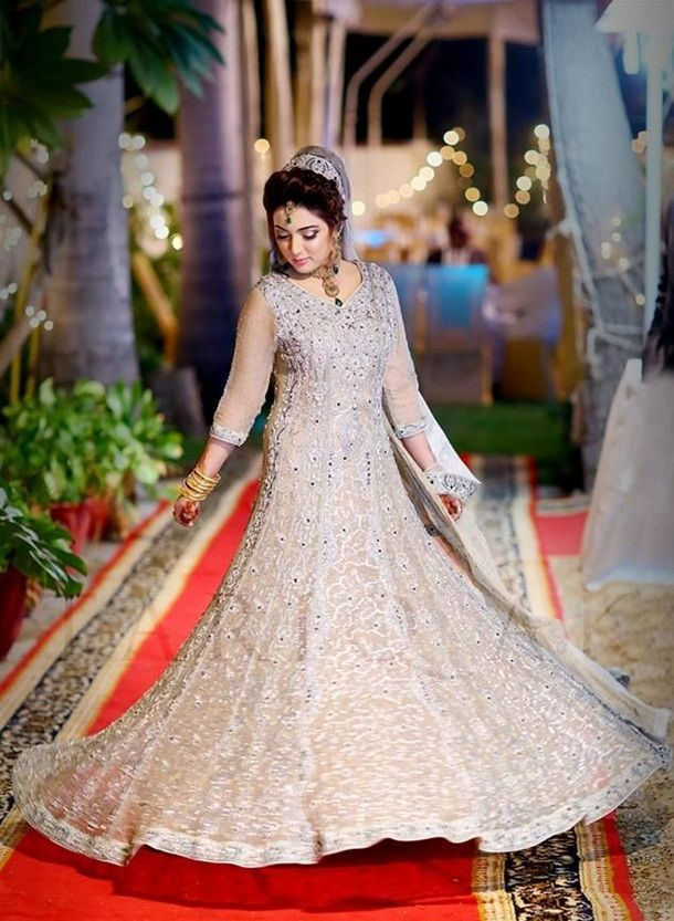 Engagement Dresses For Pakistani Girls
