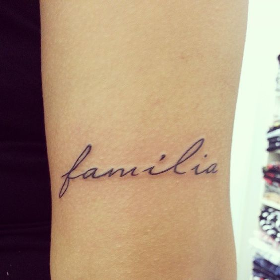 Gorgeous Family Tattoos: Beautiful Familia Tattoo Design