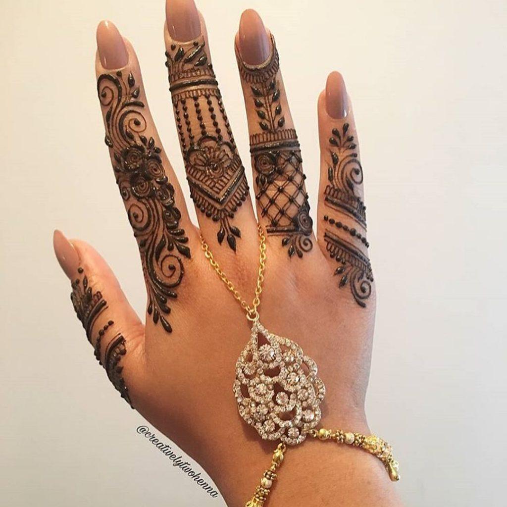 Sparkle Minimalist Bridal Mehndi Designs