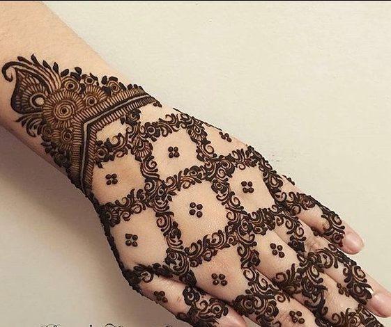 Young Women Back Hand Arabic Mehndi Designs , Back Hand